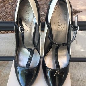 Guess- black and white pumps size 10